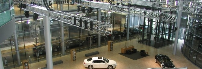 Stage technology at Volkswagen exhibition: High-load trusses and chain hoists